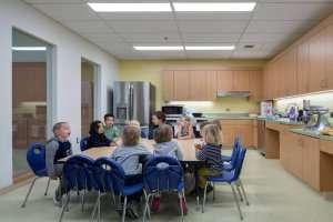 Students sitting around a kitchen table at German International School Boston